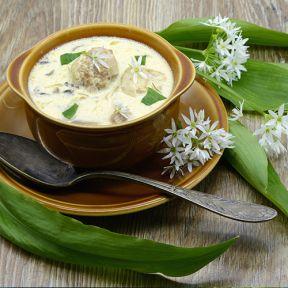 Aspargessuppe med hjemmelavede kødboller
