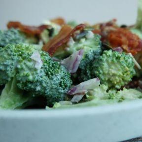 Broccolisalat med bacon