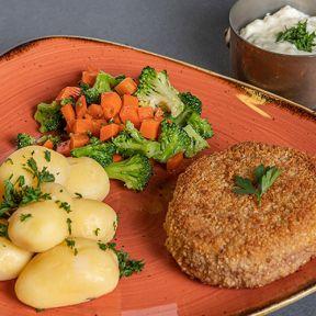 Karbonader med sauteret broccoli og gulerødder, hvide kartofler og champignonsauce