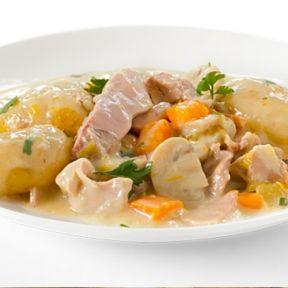 Kyllinge frikasse med porrer og gulerødder, hvidekartofler